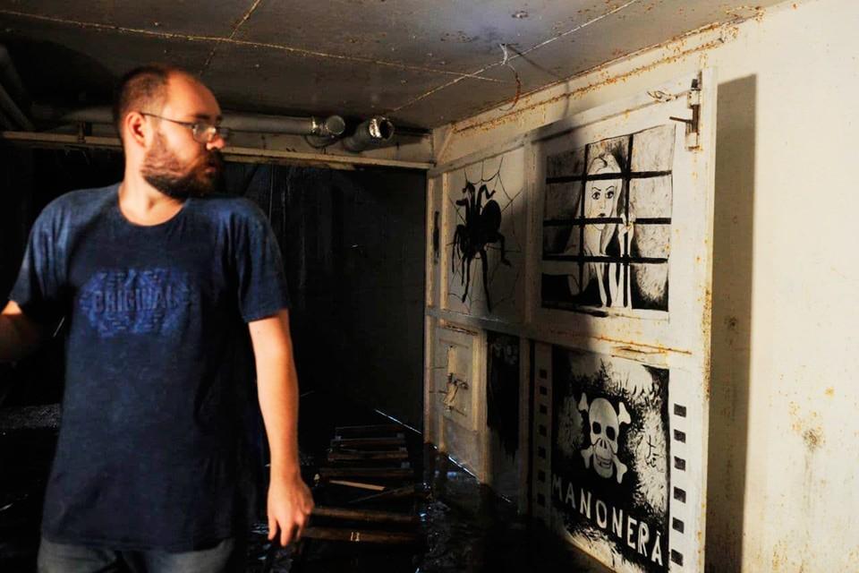 Подземную тюрьму обнаружили в частном доме под Петербургом.