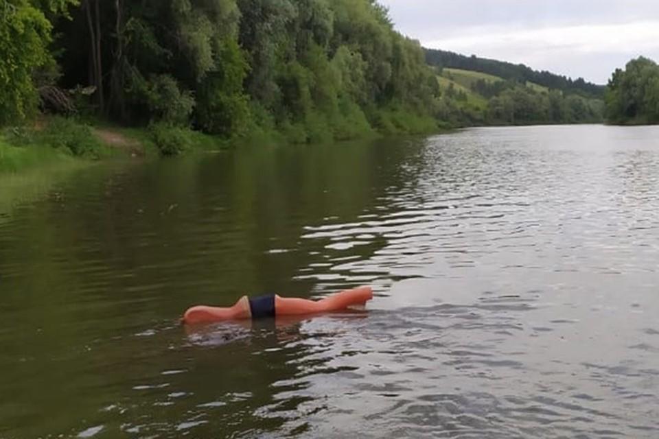 Новосибирцы приняли манекен в реке за утопленника. Фото: МАСС