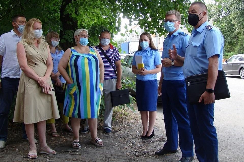 Рязанцы пожаловались прокурору на власть, которая не устраняет причину вонючего воздуха.