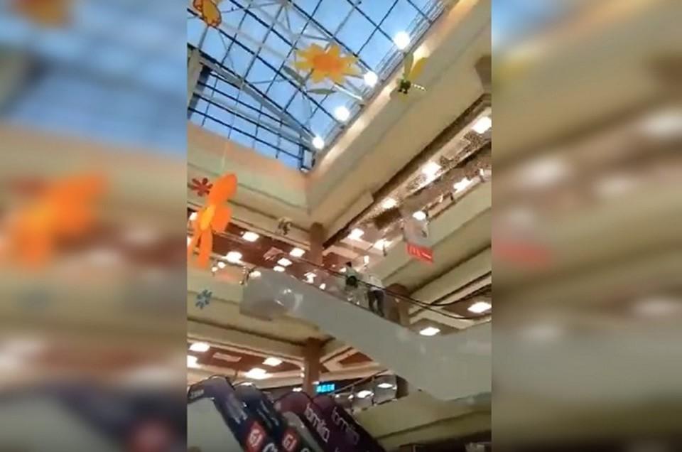 """К счастью, никто из посетителей не пострадал. Фото: скриншот видео паблика """"Инцидент-Екатеринбург"""""""