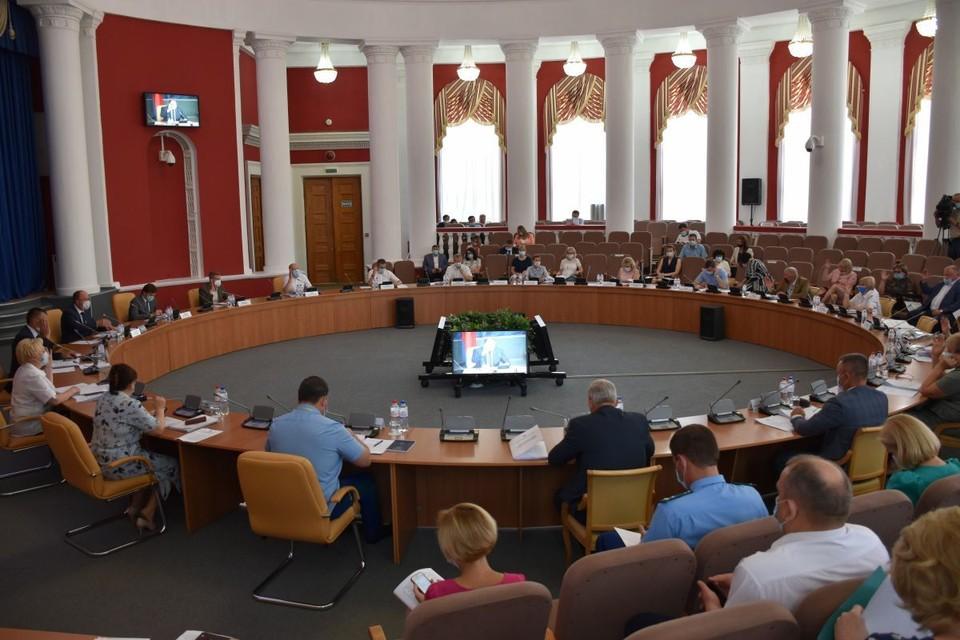 В бюджет региона внесут поправки и решат, какие долги закрывать в первую очередь. Фото: пресс-служба Орловского облсовета