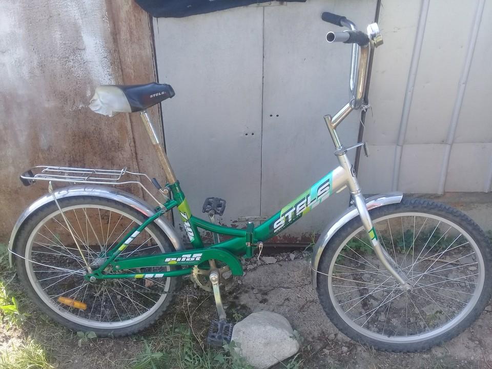 Один велосипед злоумышленник похитил из подъезда, еще два были припаркованы у торговых точек.