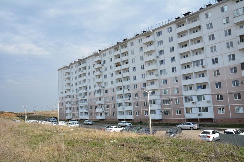 Микрорайон стоит на возвышенности, но вокруг почти нет деревьев. Фото: администрация Крымского района