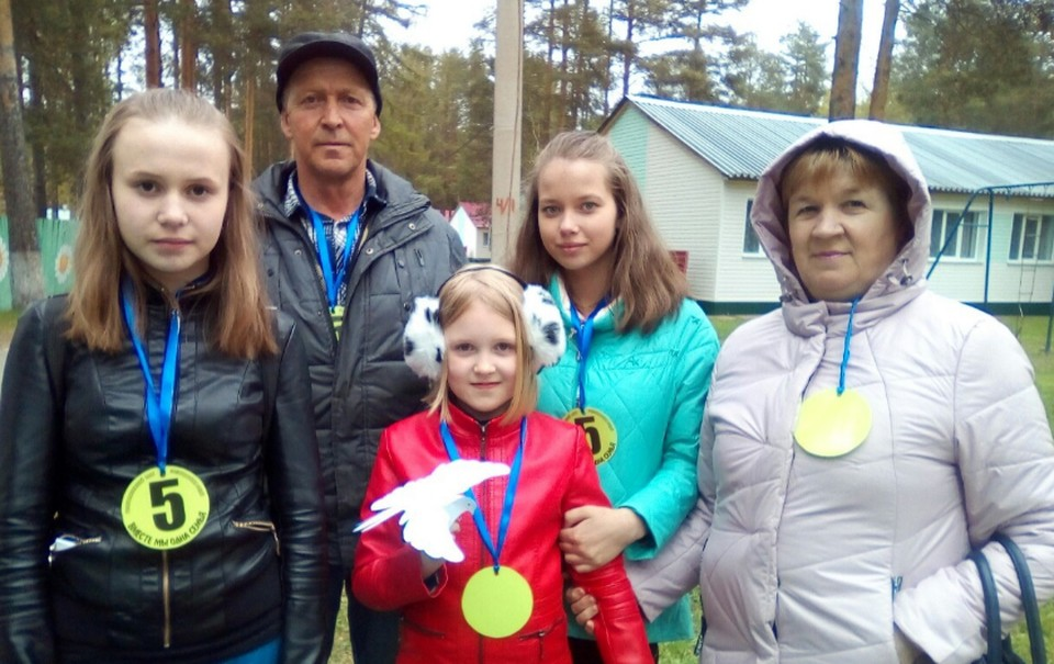 Георгий Дмитриевич и Антонида Яновна Напалковы из деревни Жежим Усть-Куломского района за 18 лет воспитали 15 детей.