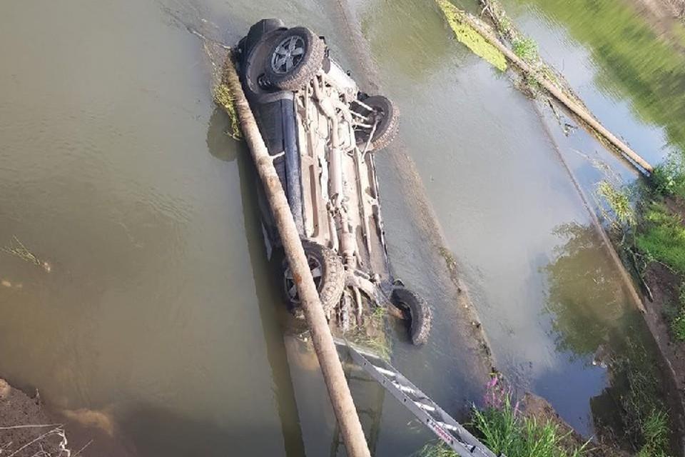 Для начала правоохранителям предстоит выяснить, как машина попала в реку.