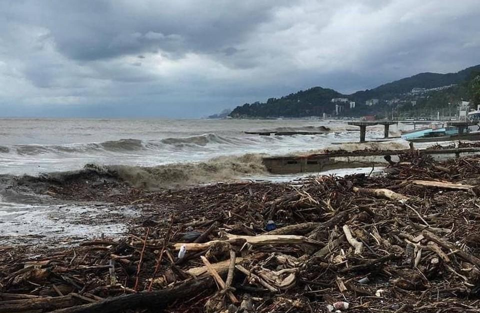 Так выглядел сочинский пляж после потопа 6 июля