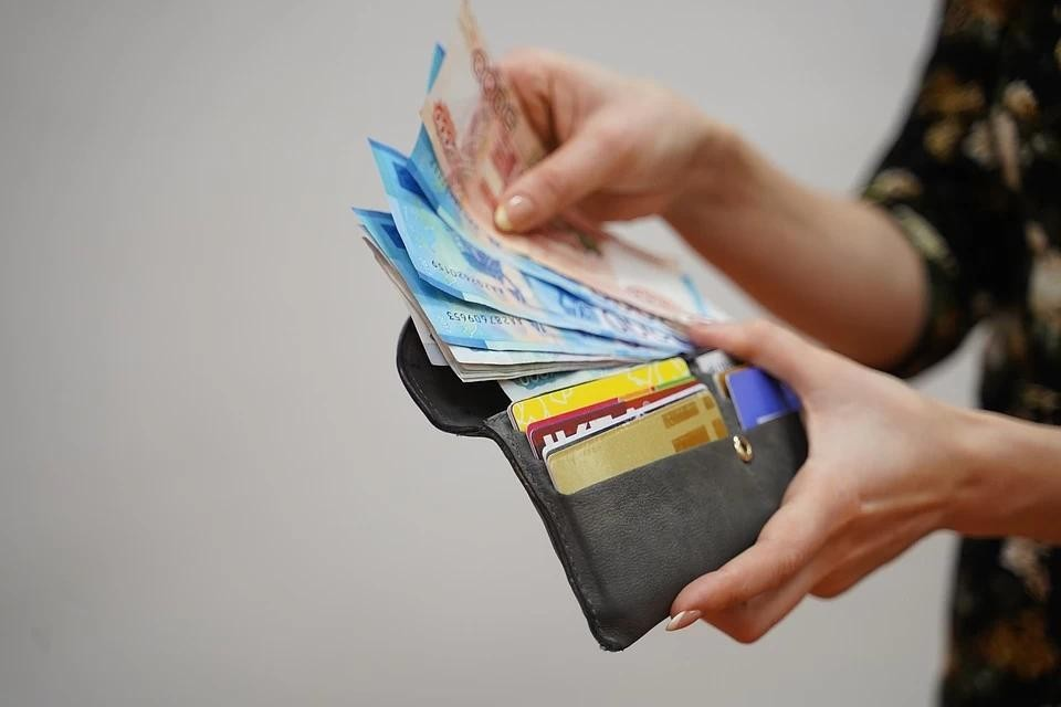 В России средний кредитный чек побил рекорд в 303,3 тысячи рублей