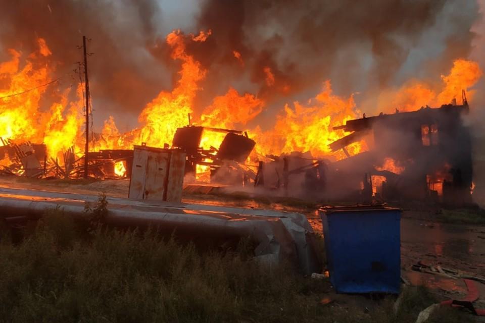 Фото: противопожарная служба ЯНАО. Сгоревший дом по ул. Школьная.