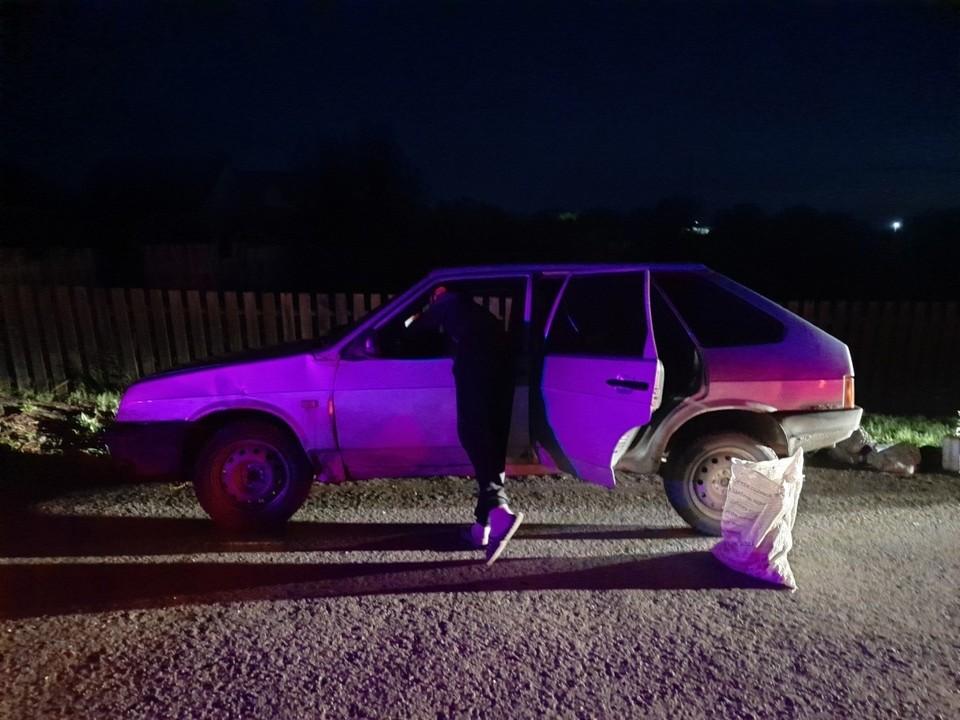 Автоинспекторы задержали тюменца без прав, который подвозил девушку до дома.