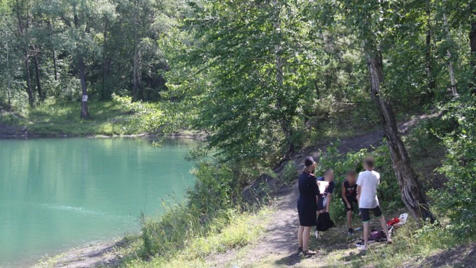 В Кузбассе обнаружили 12 подростков, которые купались в водоеме без присмотра взрослых. Фото: ГУ МВД по Кемеровкой области.