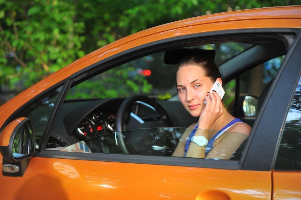 Национальный автосоюз назвал «сырой» идею увеличить штрафы за разговоры по телефону для водителей