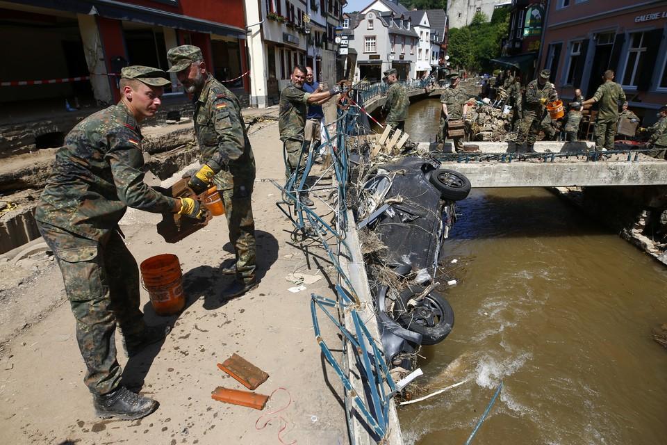 В Германии на помощь пострадавшим от наводнения районам пришлось бросить части Бундесвера.