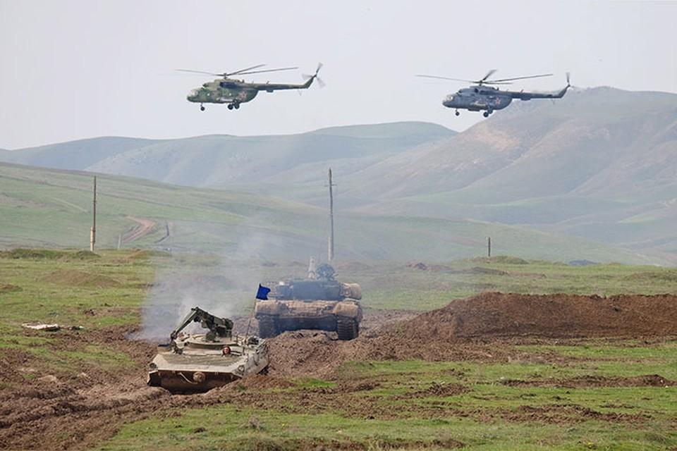 Россия, Таджикистан и Узбекистан проведут комплекс учений в связи с угрозами, которые возникают в регионе на фоне поспешного вывода американских войск и в целом контингентов НАТО из Афганистана. Фото: Нозим Каландаров/ТАСС