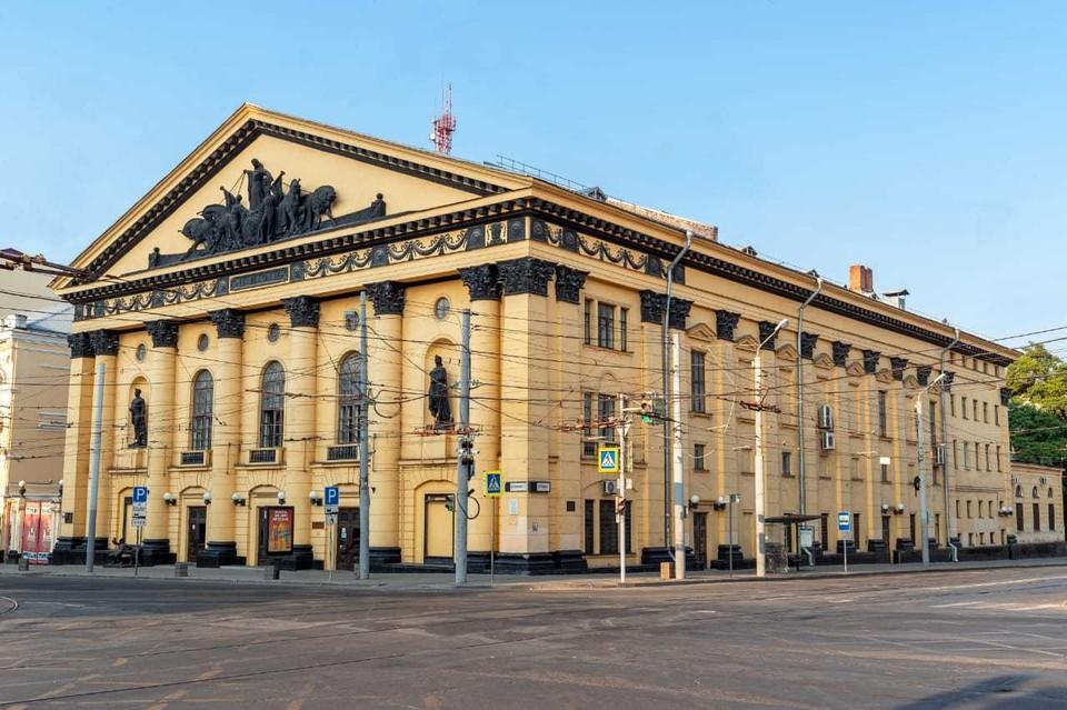 Здание Ростовского цирка украшено барельефами и колоннами. Фото: пресс-служба Ростовского цирка