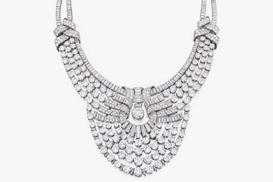 В свое время ожерелье было приобретено частным коллекционером, предоставляющим его время от времени для различных выставок.