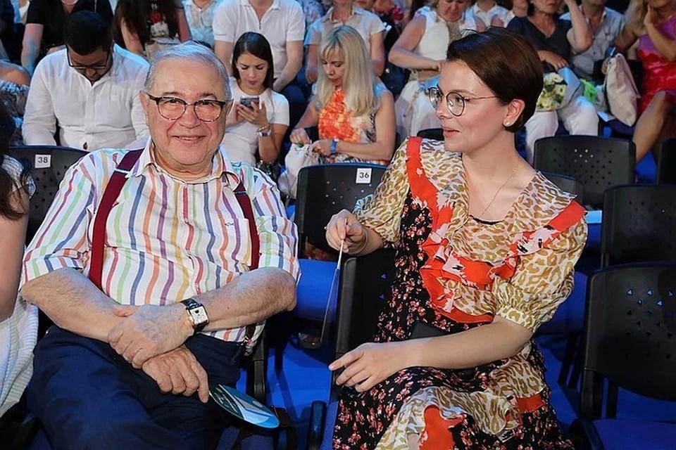 У 75-летнего Петросяна и его 32-летней жены подрастает сын Ваган.