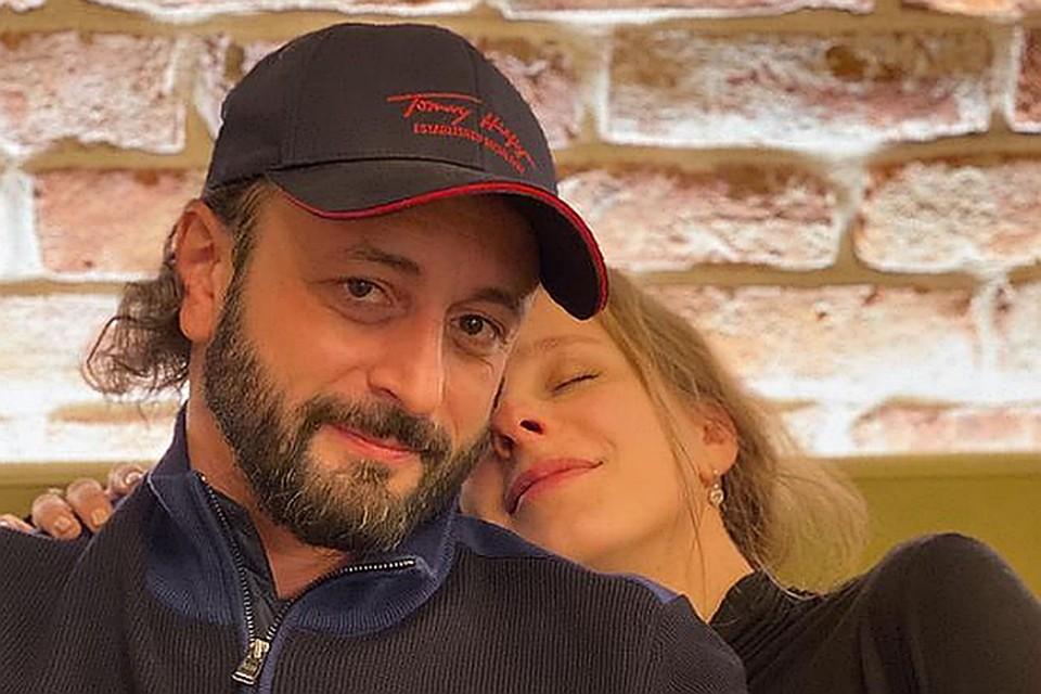 Знаменитый фигурист и звезда сериала «Папины дочки» поженились в декабре прошлого года. Фото: Инстаграм.