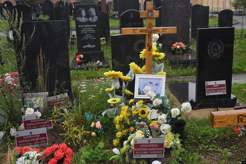 Могила Валентины Легкоступовой на Троекуровском кладбище.