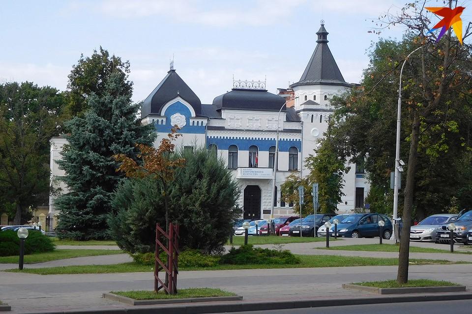 Здание Могилевского художественного музея известно любому белорусу - оно изображено на купюре в 200 руб. Фото: РУБАНОВ Андрей
