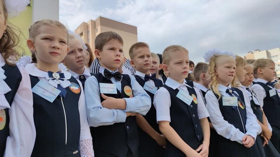 На открытии новой школы в Солнечном-2. Фото пресс-службы губернатора