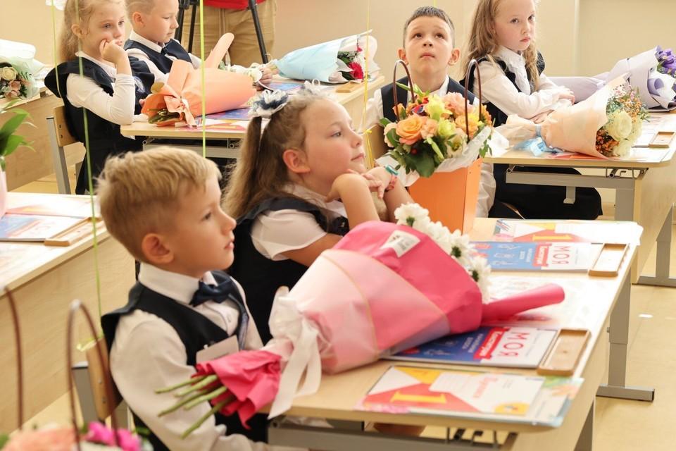 Школа приняла первых учеников