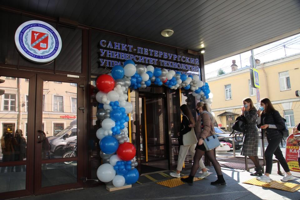 Двери вуза вновь открылись для студентов. Фото: пресс-служба СПбУТУиЭ.