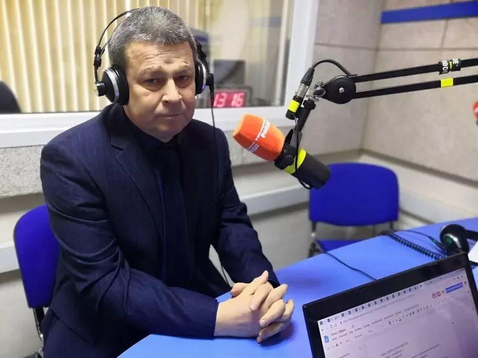 Александр Рымарев в студии радио «Комсомольская правда».