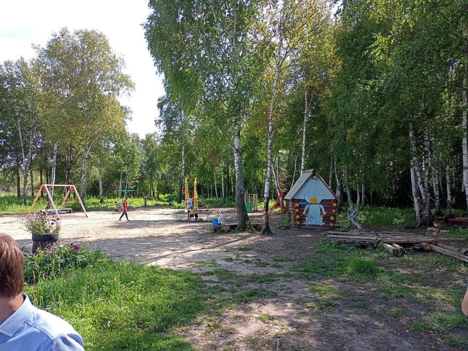 В селах Нелюбино и Березкино по программе инициативного бюджетирования в 2021 году продолжается обустройство детских площадок. Фото предоставлено администрацией Зоркальцевского СП