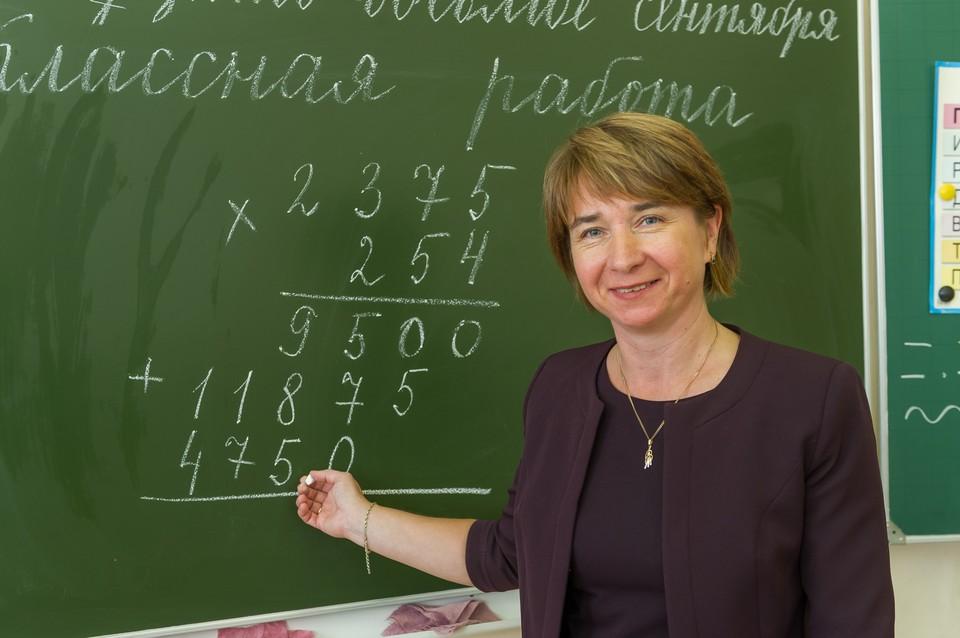 Дрозденко поручил разработать систему допвыплат учителям школ в Ленобласти