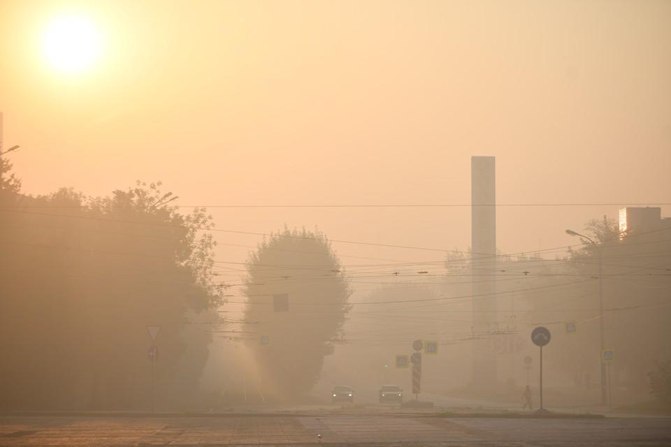 Ядовитый смог над городом не рассеивается из-за почти полного отсутствия ветра.