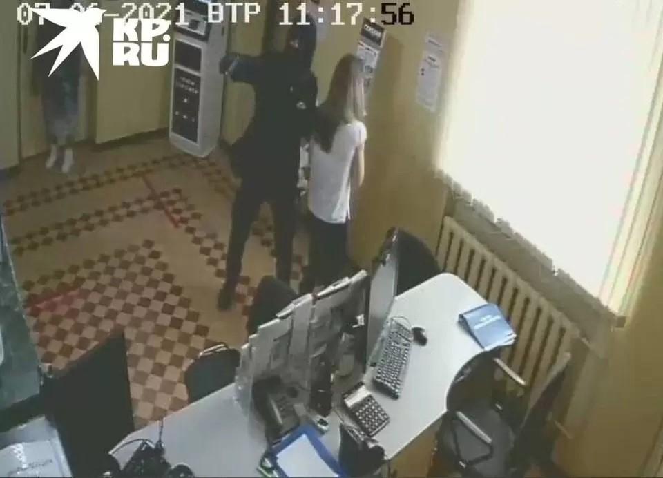 Ограбление банка в Орджоникидзе произошло 6 июля. Фото предоставлено читателями КП-Крым