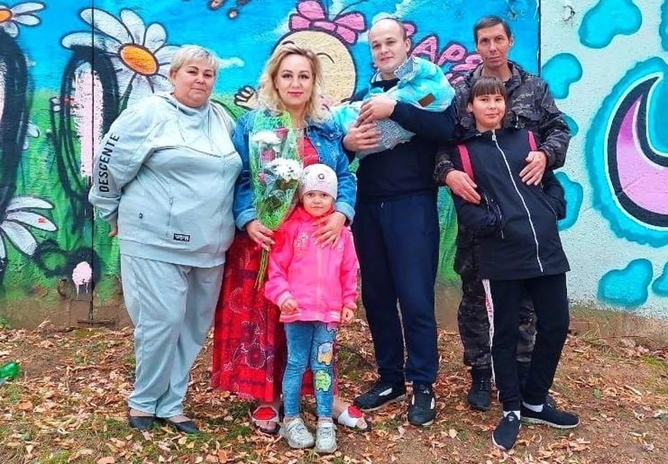 Через несколько дней после родов Оксану и Добрыню выписали из роддома. Фото: семейный архив.