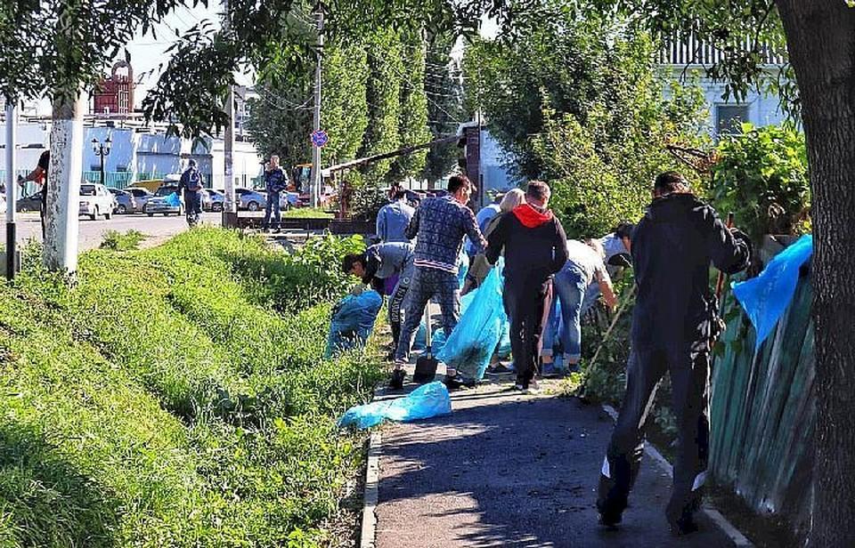 Горожане вышли на массовый субботник. Фото: пресс-служба администрации Невинномысска.