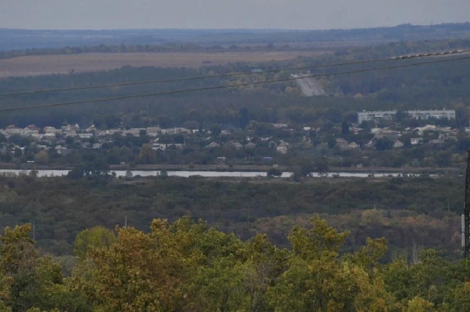 По реке Северский Донец проходит линия соприкосновения с Луганской Народной Республикой