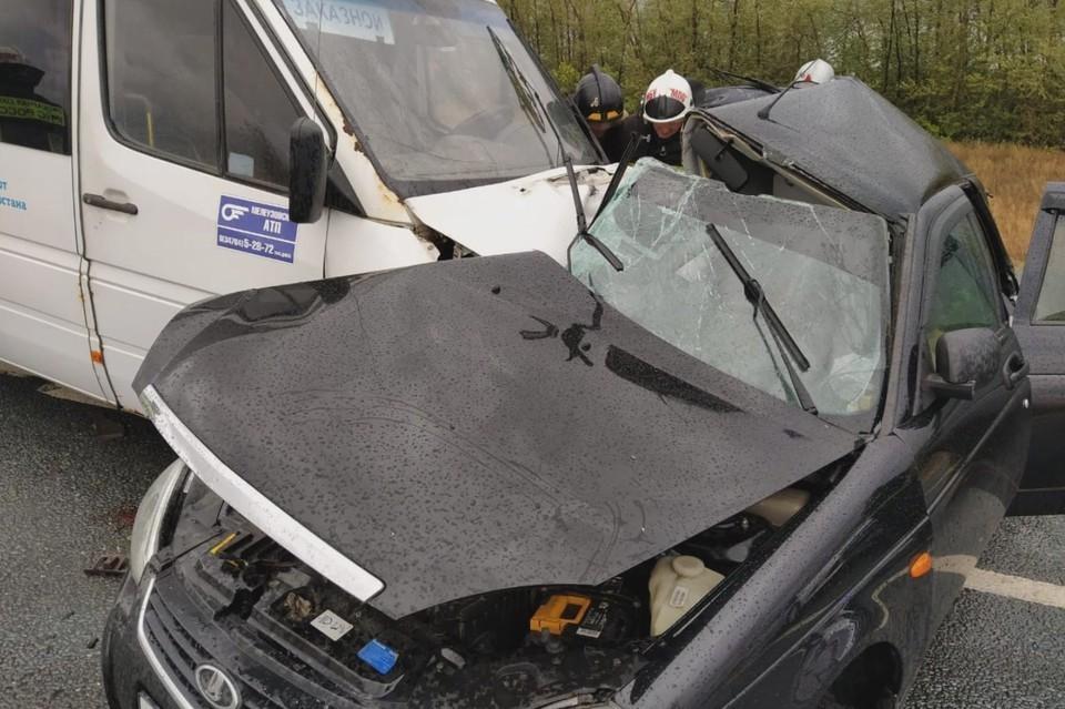 Автомобилист пытался уйти от столкновения, но все тщетно.