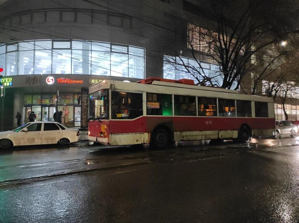 На маршруты в Саратове выходят не просто старые, а смертельно опасные троллейбусы