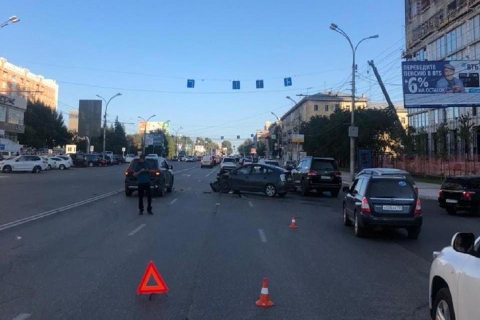 В Новосибирске в тройном ДТП пострадала 8-летняя девочка. Фото: ГИБДД по Новосибирску.