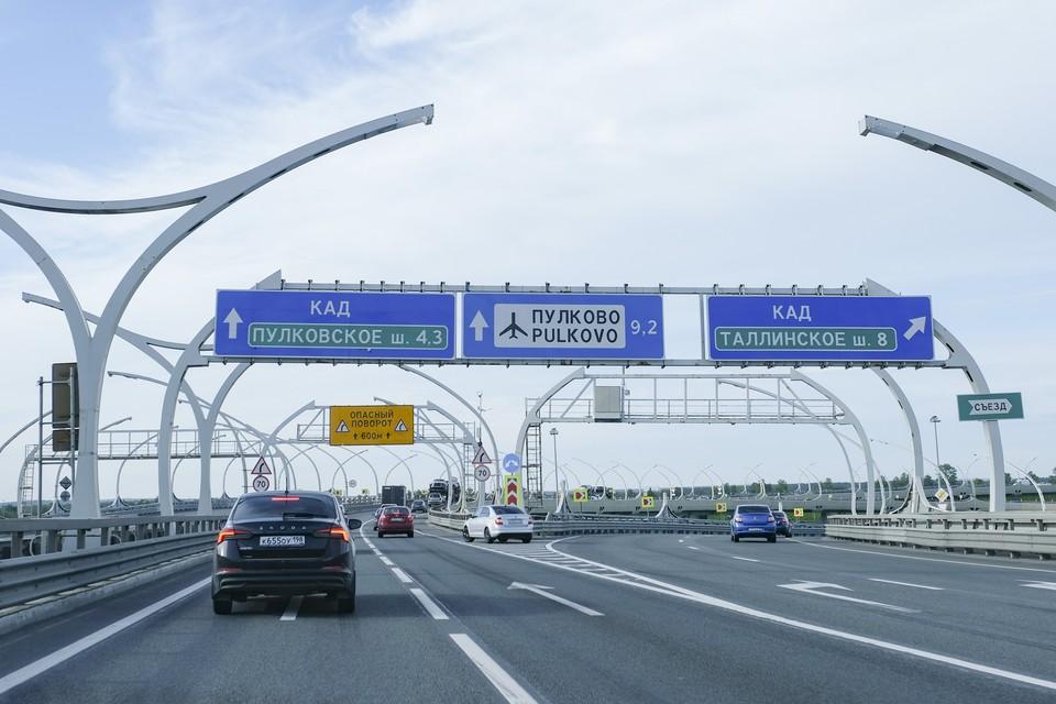 На внешнем кольце КАД между развязкой с Софийской улицей и вантовым мостом перекроют две полосы движения