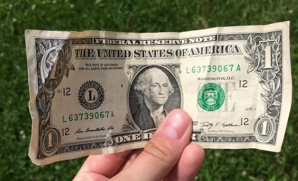 Американская валюта начала неделю с резкого роста