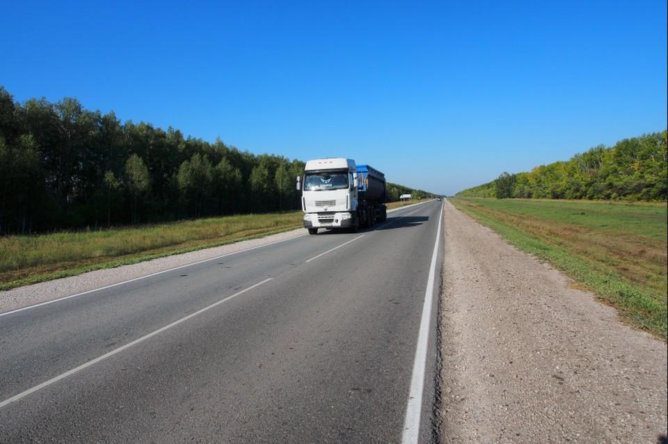 Губернатор Андрей Травников призвал строго контролировать качество дорожных работ. Фото: предоставлено правительством НСО.