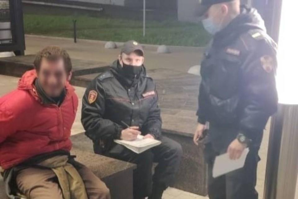 31-летнего неадекватного мужчину задержали за поджог дверей администрации Московского района в Петербурге / Фото: Росгвардия