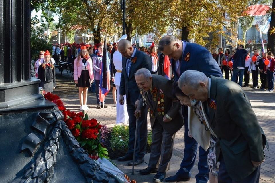 В Донецке возложили цветы к памятникам К.А. Гурову и Ф.А. Гринкевичу. Фото: t.me/kulemzin_donetsk