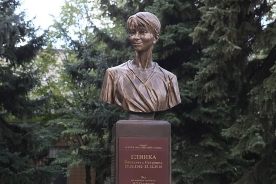 Памятник получился как живой – Доктор Лиза улыбается. Фото: ЛИЦ