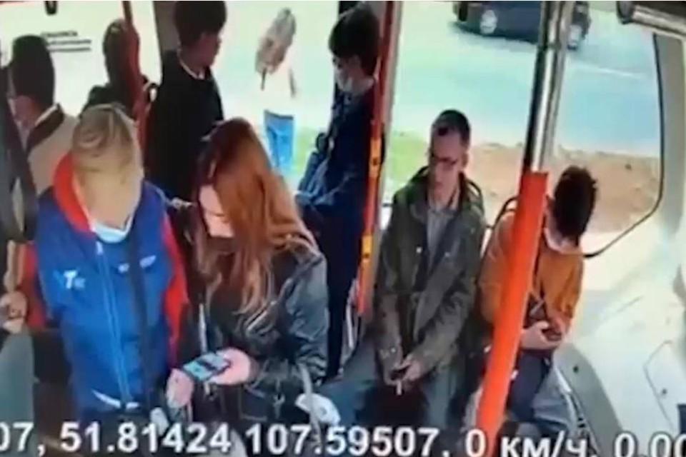 Четвероклассница из Улан-Удэ прошла пешком 6 километров после того, как кондуктор выгнала ее из трамвая. Фото: кадры с камер видеонаблюдения