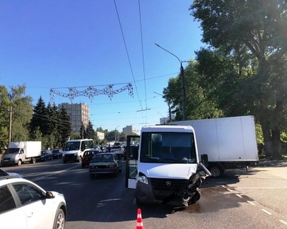 Выяснением обстоятельств аварии на улице Ворошилова занимаются три ведомства: полиция, Следственный комитет и прокуратура.