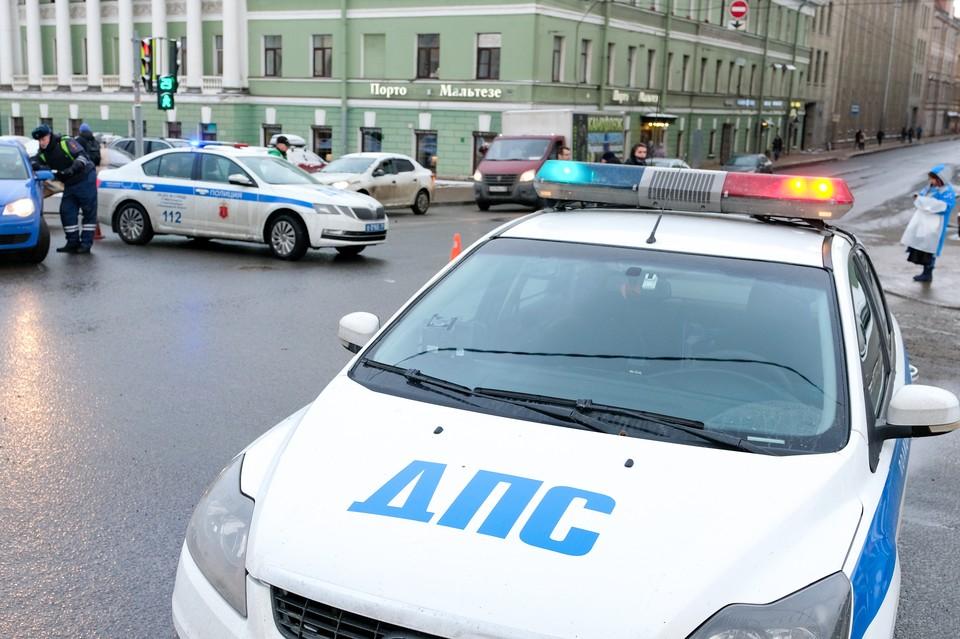 """Петербургская полиция нашла водителя на """"Инфинити"""", посадившего за руль трехлетнего племянника"""