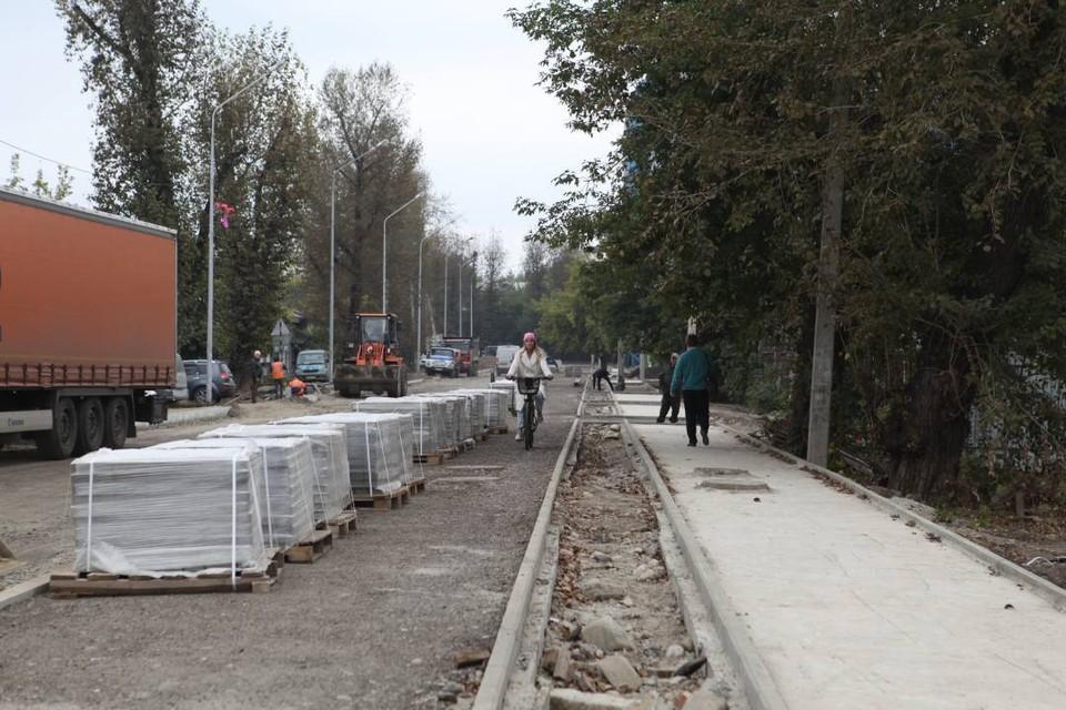 На улице Горной в Иркутске оборудуют велодорожку. Фото: Пресс-служба администрации Иркутска.