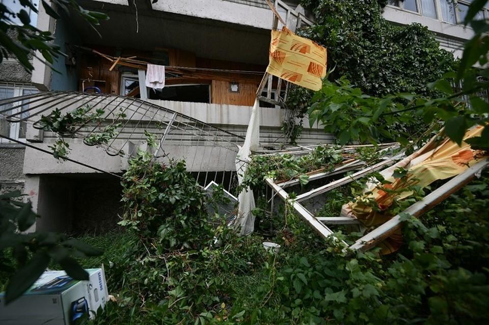 Взрывной волной выбило оконные рамы в квартире и стекла по стояку
