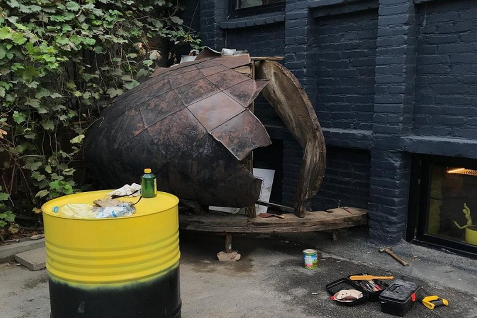 Общественники приложили все усилия, чтобы найти для артефакта постоянное место. Фото: группа в Facebook движения «Мой фасад»