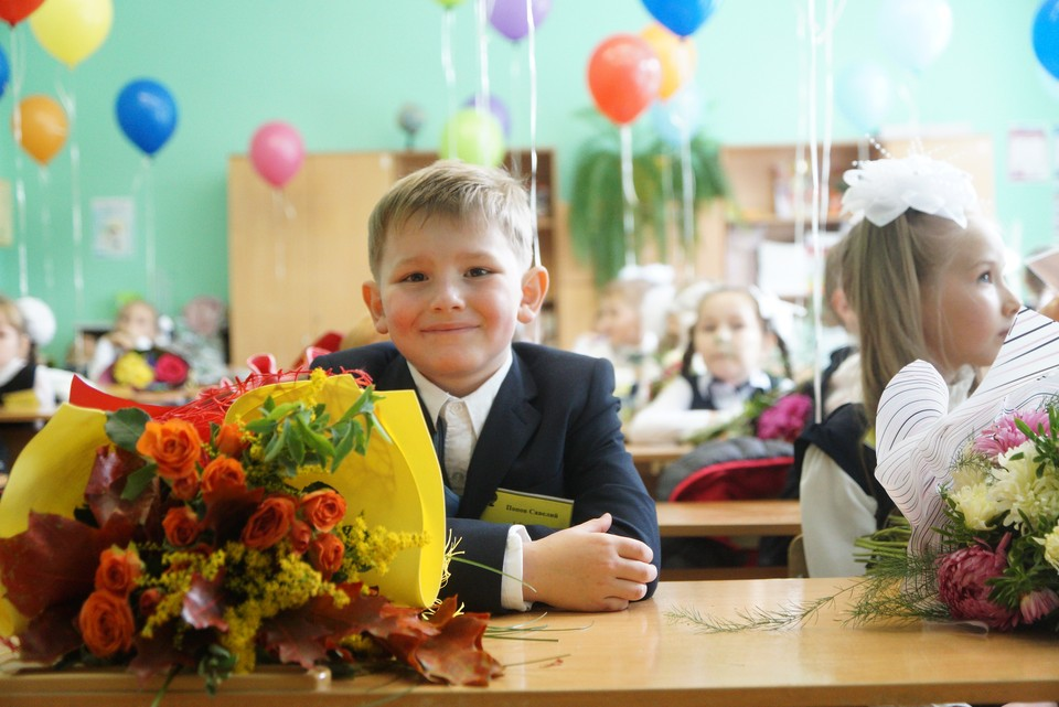 До конца 2024 года в России необходимо возвести 1300 школ, общее число учебных мест в которых составит более миллиона.